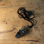 Silbato metálico Slazenger con cordón