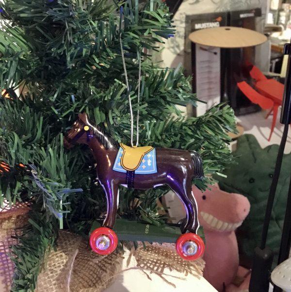 Miniatura caballo marrón