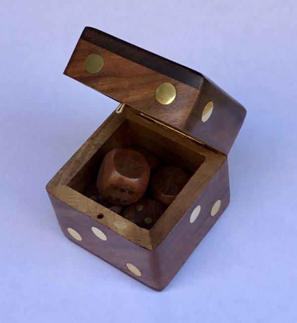 Caja + 5 dados